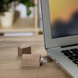 Clé USB personnalisable en bois de noyer certifié - Avec Ordinateur - NOY