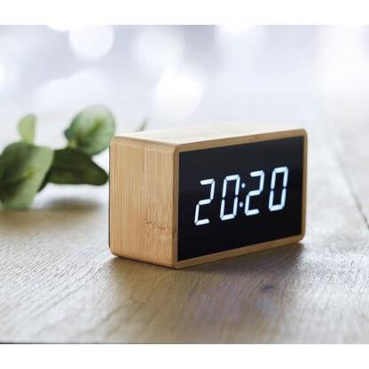 Horloge Et Réveil LED En Bambou MIRI En Situation
